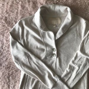 BR like new super soft sweatshirt w/pockets